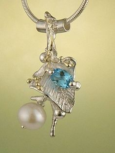 Pendant 9842, fine craft, Gregory Pyra Piro handmade pendant, in solid gold and sterling silver, pearl, blue topaz