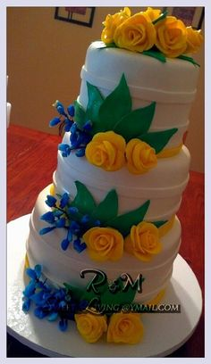 Round wedding cake with sugar roses and sugar texas blue bonnets