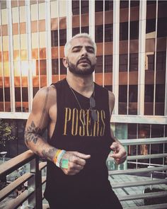 "391 Me gusta, 4 comentarios - Doug King (@akingslife) en Instagram: ""Poser posing. #LA #miguel #summer #concert #blonde #beard"""