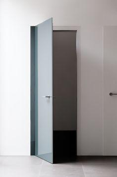 POLISH, NEAT AND LIGHT: THE ALBED ENVIROMENT  LEVEL porta battente  Design: Paolo Cappello  #designspeaking #albed #paoloarmenise #paolocappello