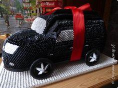 Решила сделать подарок парню на день рождения - копия его машины из модулей. Всего ушло 12 000 модулей. 6 на подставку и 6 на саму машину. Время - пол года. фото 3