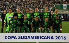 El equipo principal de Chapecoense durante la semifinal de la Copa Sudamericana en la que venció a San Lorenzo. FOTO AFP