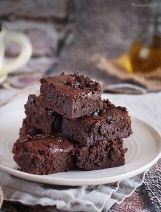 Ramsay& world& best brownies. Gordon Ramsay's world's best brownies moist and delicious. (in English and Polish) Moist Brownies, Chocolate Brownies, Sweets Cake, Cookie Desserts, Food Cakes, Worlds Best Brownies, Cake Recipes, Dessert Recipes, Gordon Ramsay