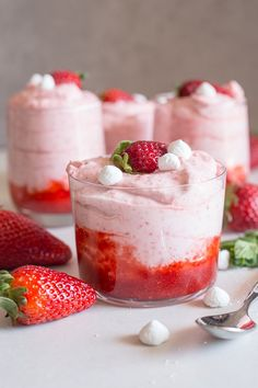 strawberry mousse in 4 glasses
