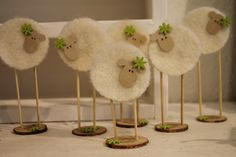Easter is coming! - DIY craft ideas Easter is coming! Sheep Crafts, Felt Crafts, Wood Crafts, Diy And Crafts, Spring Crafts, Holiday Crafts, Diy For Kids, Crafts For Kids, Easter Crafts
