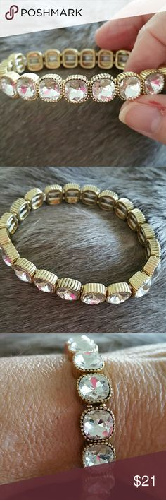 BIG CRYSTALS BRACELET GORGEOUS BLING!!! ON THIS BIG CHUNKY CRYSTALS BRACELET SET IN GOLD TONE... STRETCHY AND BRAND NEW WITHOUT TAGS!!! $$$!!! Jewelry Bracelets