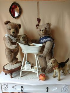 Our antique / vintage Hermann teddy bears take their personal hygiene very serious! Sunday is bathtub day for the young! Find them in our Etsy store at ShabbyGoesLucky's!
