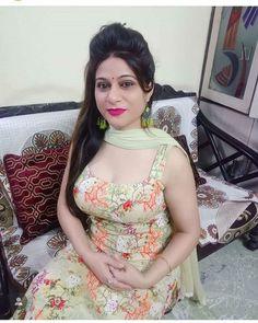 Indian Girl Bikini, Indian Girls, Beautiful Bollywood Actress, Most Beautiful Indian Actress, Beautiful Saree, Beautiful Dresses, Indian Beauty Saree, India Beauty, Beauty Women