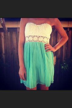 Perfect luau dress! Kauaigrown.tumblr.com