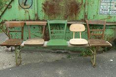 Stühle auf einer Bierbank, sehr originell DIY