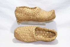 2893 / CHINA /   STRAW SHOES.  ALL BRAIDED STRAW.  EARLY 20ST CENTURY