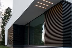 gevelbekleding, hout Garden Architecture, Modern Architecture House, Residential Architecture, Architecture Details, Modern Exterior, Exterior Design, Shed Design, House Design, Casa Kardashian