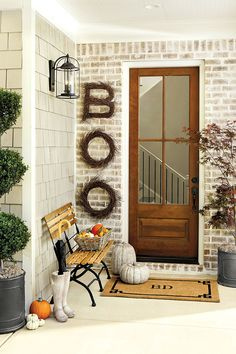 Spelling out BOO on your front porch with Birch Twig Wreaths brings Halloween and farmhouse styles together for your front porch decor. Check out this article for more Halloween and fall decor ideas for your outdoor spaces. Chic Halloween Decor, Rustic Halloween, Outdoor Halloween, Halloween Decorations, Fall Front Door Decorations, Autumn Decorations, Halloween Wreaths, House Decorations, Christmas Decorations