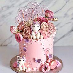 cake Art unicorn - 10 Beautiful Unicorn Cake Designs - The Wonder Cottage Unicorn Cake Design, Easy Unicorn Cake, Unicorn Cake Pops, Unicorn Gifts, Unicorn Themed Birthday, Baby Birthday Cakes, Unicorn Party, Beautiful Cakes, Amazing Cakes