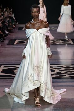 For its Spring-Summer 2019 Haute Couture collection, Maison GEORGES HOBEIKA evokes the timeless essence of the Château de Versailles and the Haute Couture Gowns, Style Couture, Haute Couture Fashion, Dress Couture, Georges Hobeika, Jean Paul Gaultier, Vogue Fashion, Fashion Show, Fashion Design