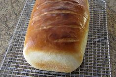 Honey Buttermilk Yeast Bread Recipe for Your Bread Machine This is a top-rated yeast bread recipe for the bread machine. Honey and buttermilk add the flavor and texture to this homemade bread. Bread Maker Recipes, Yeast Bread Recipes, Tortillas, Zojirushi Bread Machine, Honey Buttermilk Bread, Ma Baker, Oatmeal Bread, Banana Bread, Savarin