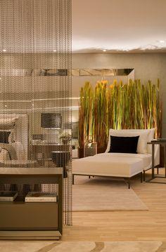 Trend alert: cortina de corrente na decoração! Saiba mais sobre essa tendência! - Decor Salteado - Blog de Decoração e Arquitetura DETALHE DO PISO