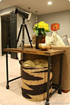 Thrifty Decor Chick: Wood and metal industrial side table Yep, she's pretty much amazing! Industrial Side Table, Rustic End Tables, Metal Side Table, Side Tables, Small Tables, Industrial Chic, Diy Furniture Projects, Repurposed Furniture, Industrial Furniture