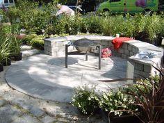 Her er det en fin kombinasjon av Bradstone sirkel i Autumn Silver med Rådhus mur bygget som en benk.