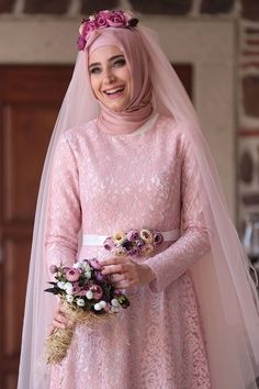 Stunning Muslim Bride Outfits with Hijab Ideas – Girls Hijab Style & Hijab Fashion Ideas Muslim Wedding Gown, Malay Wedding Dress, Muslimah Wedding Dress, Hijab Bride, Wedding Gowns, Hijab Fashion Inspiration, Fashion Ideas, Bridal Dresses, Bridesmaid Dresses