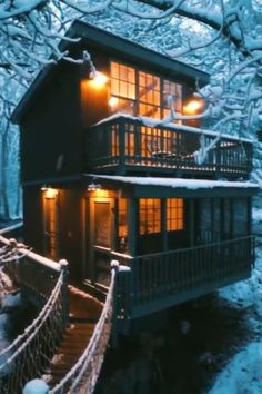 Seguin Tree Dwellings In Georgetown Maine — Style Estate - Ain Saqr - Luxury Tree Houses, Cool Tree Houses, Tree Houses For Rent, Cottage Christmas, Christmas Home, Beautiful Places To Travel, Beautiful World, George Town, Georgetown Maine