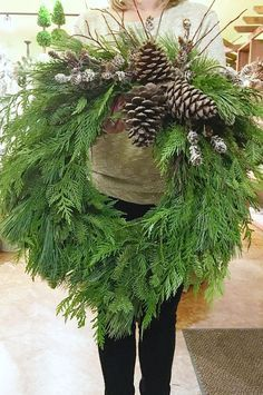 Do you love the scent of fresh greenery at Christmas time? This DIY fresh Christmas wreath is easy to make and lots of fun to customize. Red And Gold Christmas Tree, Christmas Wreaths To Make, Diy Christmas Tree, Holiday Wreaths, Beautiful Christmas, Christmas Tree Decorations, Christmas Time, Natural Christmas, Fresco