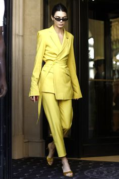 Boss Lady Outfit Idea For You:- AwesomeLifestyleFashion . Suit Fashion, Look Fashion, Womens Fashion, Fashion Trends, Yellow Fashion, High Fashion Outfits, Fashion Goth, Cheap Fashion, Ladies Trouser Suits