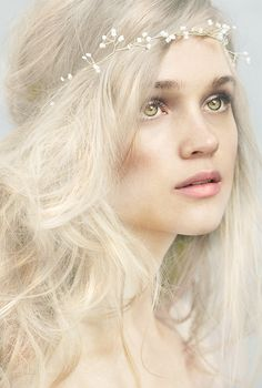Look Boho Romantique Look Boho, Snow Queen, Shades Of White, Green Shades, Pastel Shades, Character Inspiration, Writing Inspiration, Portrait Photography, Female Photography