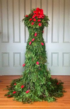 gotta make this LizL Tutorial to make this fabulous Xmas tree/dress! I'm totally making this, next Xmas. Mannequin Christmas Tree, Dress Form Christmas Tree, Noel Christmas, Holiday Tree, All Things Christmas, Christmas Crafts, Holiday Decor, Xmas Trees, Christmas Fashion