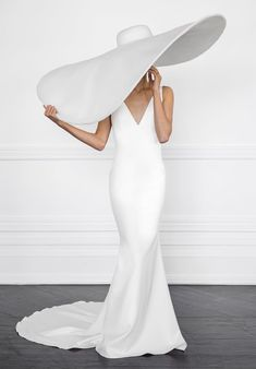 Pretty Dresses, Beautiful Dresses, Classy Outfits, Cute Outfits, Wedding Hats, Wedding Dresses, High Fashion Photography, Dress Cuts, Looks Style