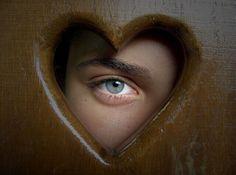 Amar a si mesmo faz parte de um processo fundamental em nossas vidas, que nos permitirá amar os outros de uma forma mais sincera e verdadeira.