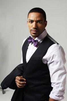 Laz Alonso & his purple bow tie :D @Dior HOMME! {DIRTY SOUTH} SIZE 38 - 42 / SUIT 48  DESIGNER: ALEXANDER V WESLEY