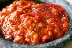 Resep sambal tomat wajib dimiliki oleh setiap wanita, inilah petunjuk lengkap cara membuat sambal tomat enak dengan cita rasa pedas dan pas untuk menambah