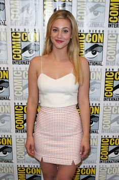 "SAN DIEGO, CA – JULY Lili Reinhart arrives at the 'Riverdale' press line at Comic-Con International 2017 on July 2017 in San Diego, California. (Photo by Joe Scarnici/FilmMagic) - Lili Reinhart arrives at the ""Riverdale"" press line at Comic-Con. Betty Cooper, Beautiful Celebrities, Beautiful Actresses, Beautiful People, Celebrity Photos, Celebrity Style, Lili Reinhart And Cole Sprouse, Riverdale Fashion, Cheryl Blossom"