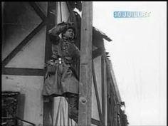 10 juillet 1944: Images de la prise de La  Haye-du-Puits par les forces alliées.