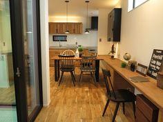 床はオーク材で家具はウォールナット無垢材を提案したコーディネート事例です(インテリアショップBIGJOY提案)