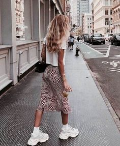 17 Cute Back to School Outfit Ideas For Fall Semester 2018 - long-skirt-printed-fall-season-fashion-school-outfits You are in the right place about cute outfits - Fashion Blogger Style, Look Fashion, Trendy Fashion, Fashion Trends, Feminine Fashion, Fall Fashion, Womens Fashion, Retro Fashion, Fashion Bloggers