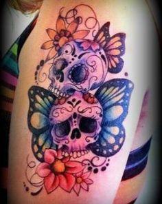 tatuagens com flores caveiras e borboletas no braço