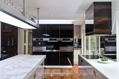 Creative And Minimalist Kitchen #contemporarykitchenideas #glossykitchencabinets #modernkitchendesign