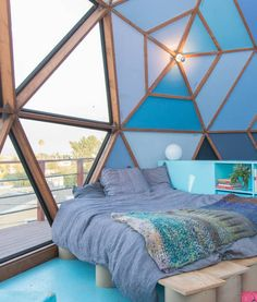 coolest bedroom on the planet // love the triangle windows and blue palette // rent this @airbnb Los Angeles home for $300/night #vacation #california