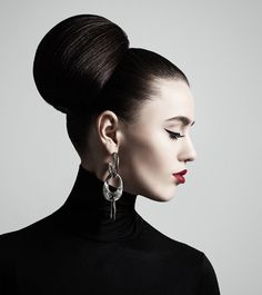 Who doesn't love flaunting their long locks? Whether it's a formal office meeting, a wedding, a casual night out, or a crazy party – we've got you covered! Here are 10 stunning updos for long hair that you can try. Read on. Prom Hairstyles For Long Hair, Evening Hairstyles, Sleek Hairstyles, Romantic Hairstyles, Braided Hairstyles, Puffy Ponytail, Half Ponytail, Beauty Network, Elegant Bun