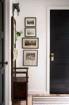 Learn how to curate beautiful gallery walls in your home with inexpensive wall art and our fool proof tips! #gallerywalls #wallart #farmhousedecor Black Interior Doors, Black Doors, Interior And Exterior, Exterior Doors, Custom Interior Doors, Interior Door Knobs, Modern Exterior, Exterior Design, Design Entrée