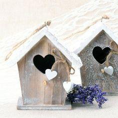 Casita para pájaros de madera decorativa Pigeon House, Girls Hair Accessories, Shabby Chic Style, Bird Houses, Bird Feeders, Decoupage, Diy And Crafts, Christmas Cards, Recycling