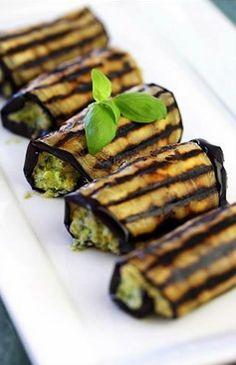 Roll de berinjela grelhada com ricota + molho pesto