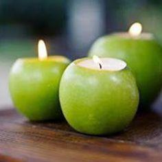 Apple tea lights - party decoration I like this idea but with red apples! Apple Tea, Ideas Geniales, Rosh Hashanah, Diy Centerpieces, Centerpiece Wedding, Deco Table, Tea Light Holder, Fall Halloween, Tea Lights