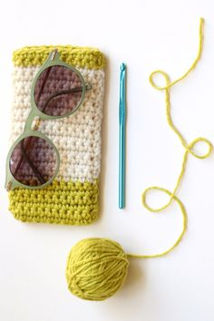 35 Easy Crochet Patterns - Sunglasses Case - Crochet Patterns For Beginners, Quick And Easy Crochet Patterns, Crochet Ideas To Try, Crochet Ideas To Make And Sell, Easy Crochet Ideas http://diyjoy.com/easy-crochet-patterns