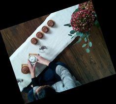 ceremonia del te, tea ceremony Jing Jing preparando la mesa de la Ceremonia del té