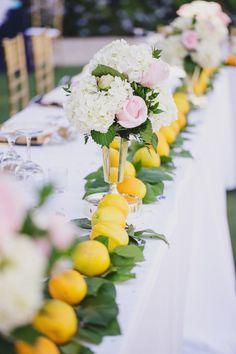 Well hello, yellow #lemon decor! #hydrandeas #headtable| Photography: www.jasmine-star.com
