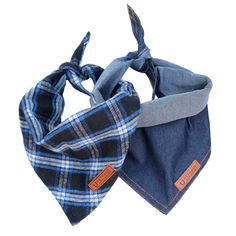 Our classic denim Hobo bandana teamed up with our limited edition Woodsman bandana in soft but hard wearing in classic blue flannel check. This duo looks just a good in the city as they do on country side adventures. We recommend rolling the top to get the perfect size triangle for your dog. SMALL / MEDIUM - fits from puppies and toy breeds up to a 17 collar  MEDIUM / LARGE - fits dogs up to a 22  collar.