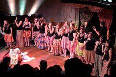 """No dia 15 de agosto, às 20h, o grupo vocal feminino Fuxico de Moçadivide o palco do Conservatório de MPB de Curitiba com alunos da instituição.Ingressos custam R$ 5. No repertório estão desde canções populares até outras um pouco mais desconhecidas. As 15 cantoras do Fuxico de Moça e os alunos doConservatório de MPB fazem...<br /><a class=""""more-link"""" href=""""https://catracalivre.com.br/curitiba/agenda/barato/fuxico-de-moca-e-alunos-do-conservatorio-de-mpb-fazem-show-juntos/"""">Continue lendo…"""